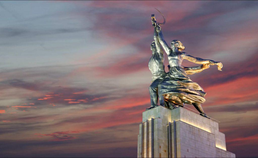 12_skulptura-rabochij-i-kolhoznicza